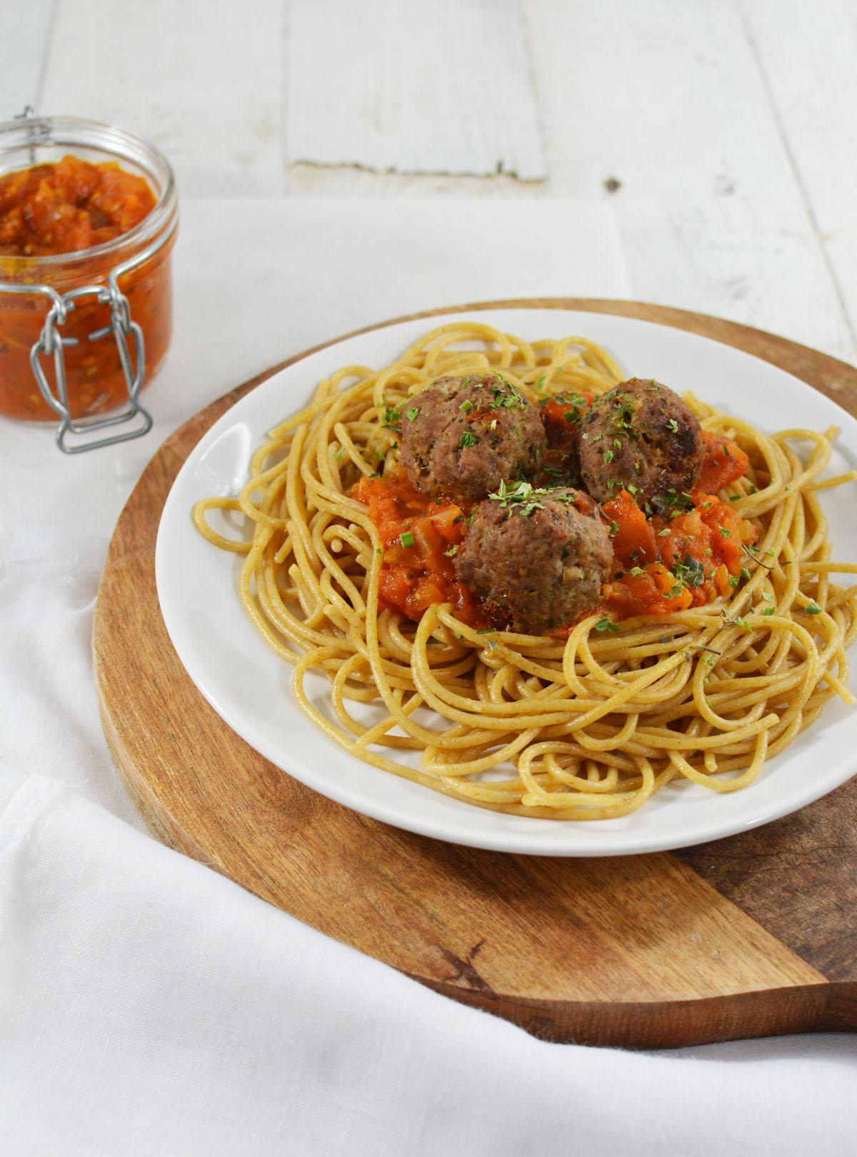 Spaghetti met tomatensaus en gehaktballetjes 10