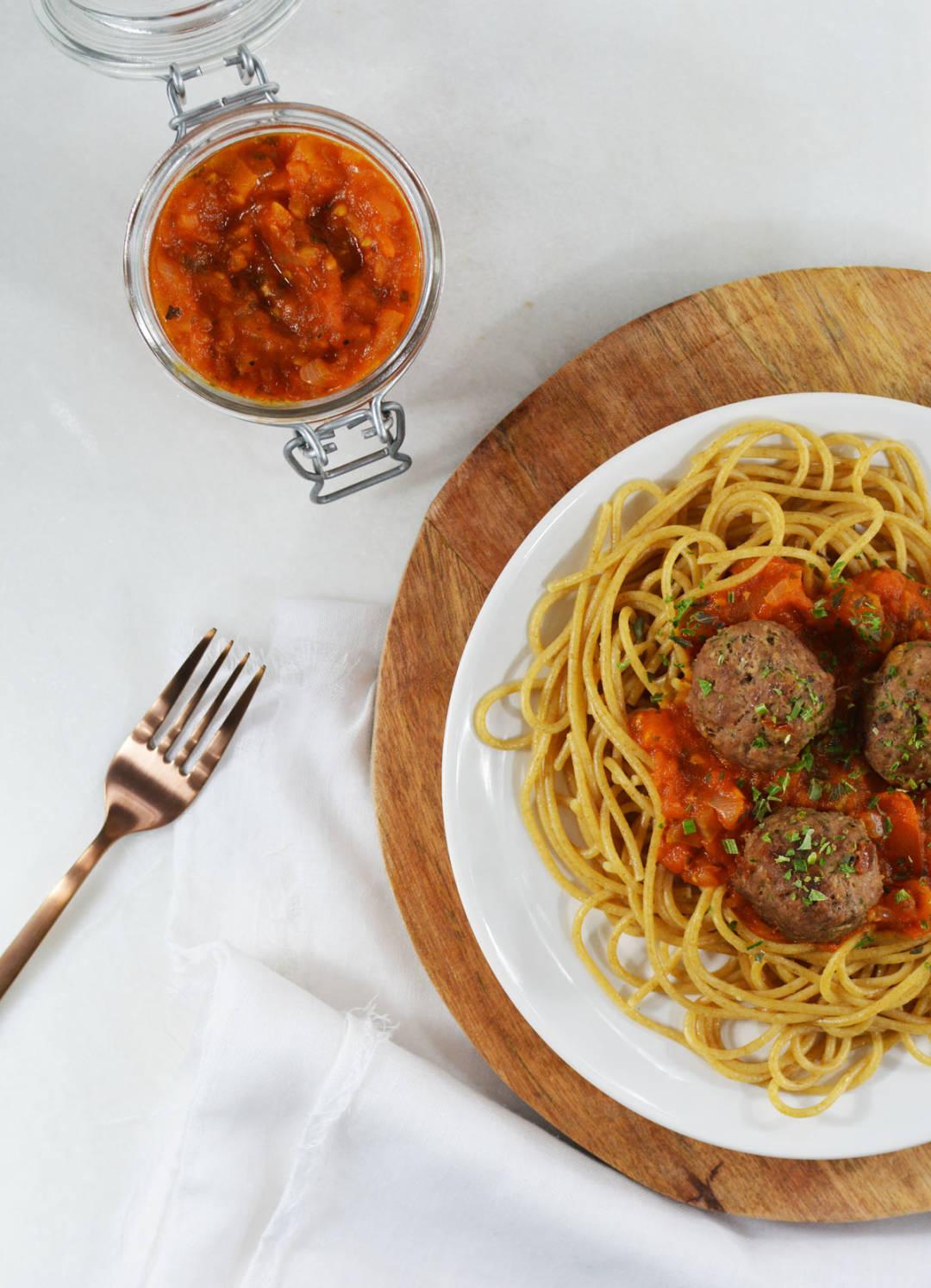 Spaghetti met tomatensaus en gehaktballetjes 5.1.