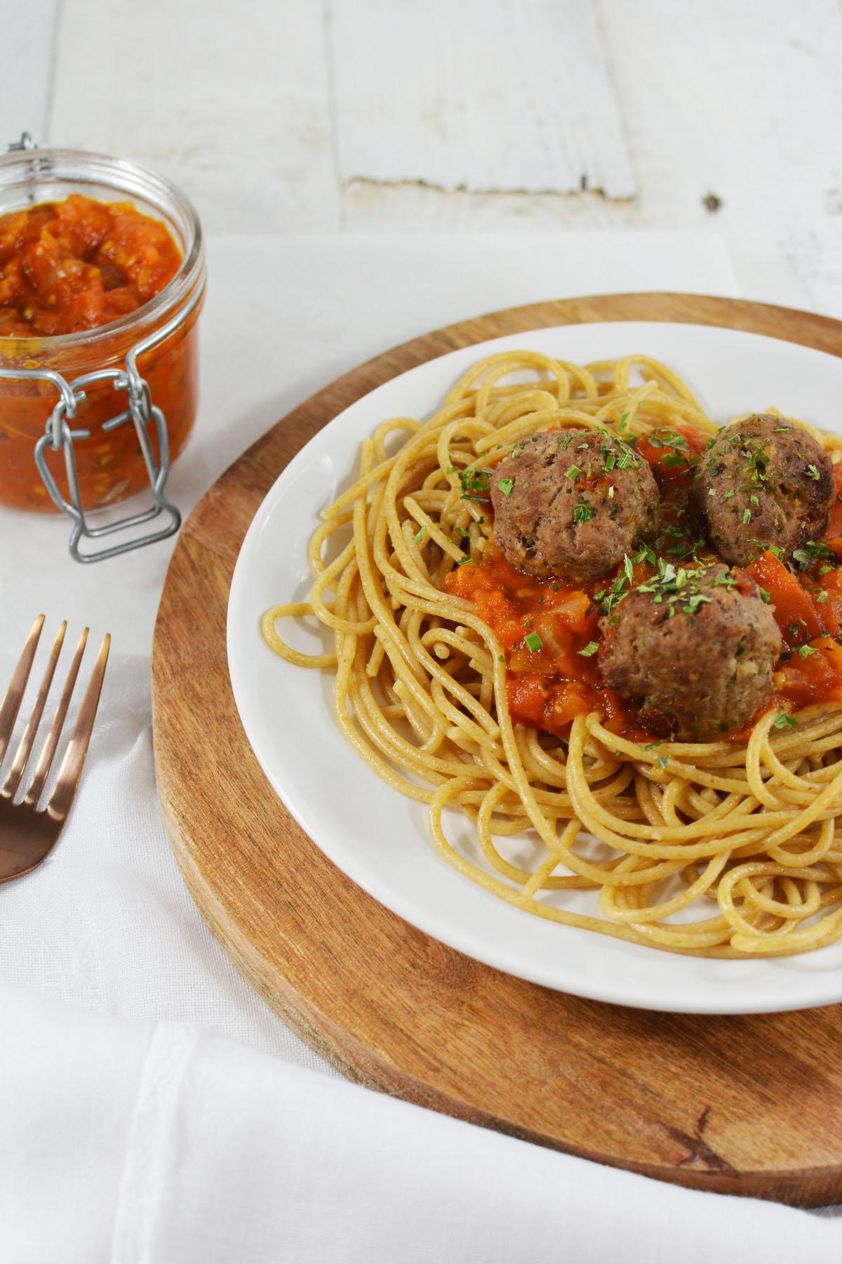 Spaghetti met tomatensaus en gehaktballetjes 7