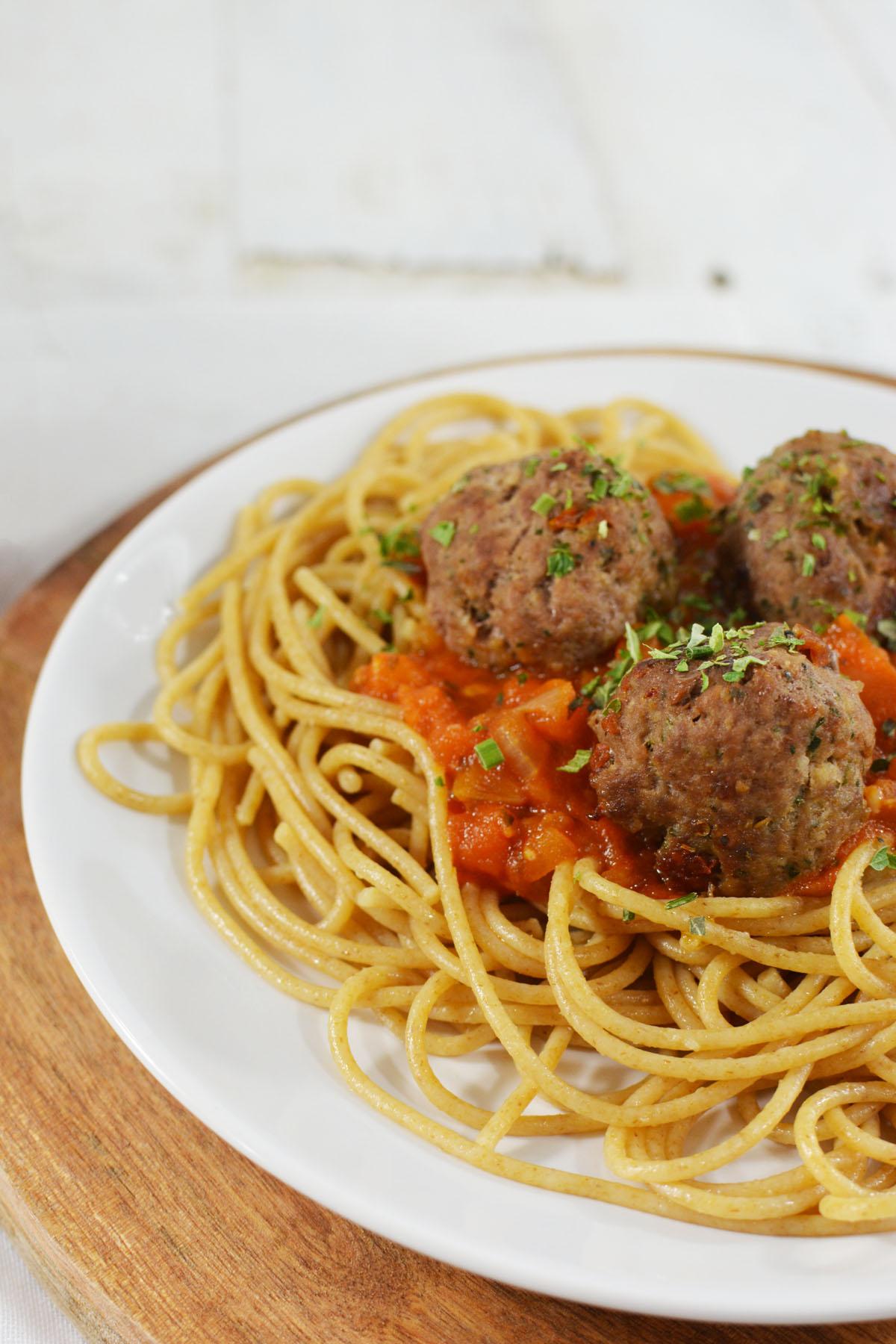 Spaghetti met tomatensaus en gehaktballetjes 8