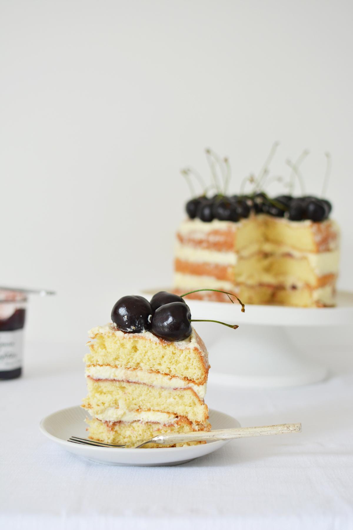 Messy Naked Cake met kersen 17