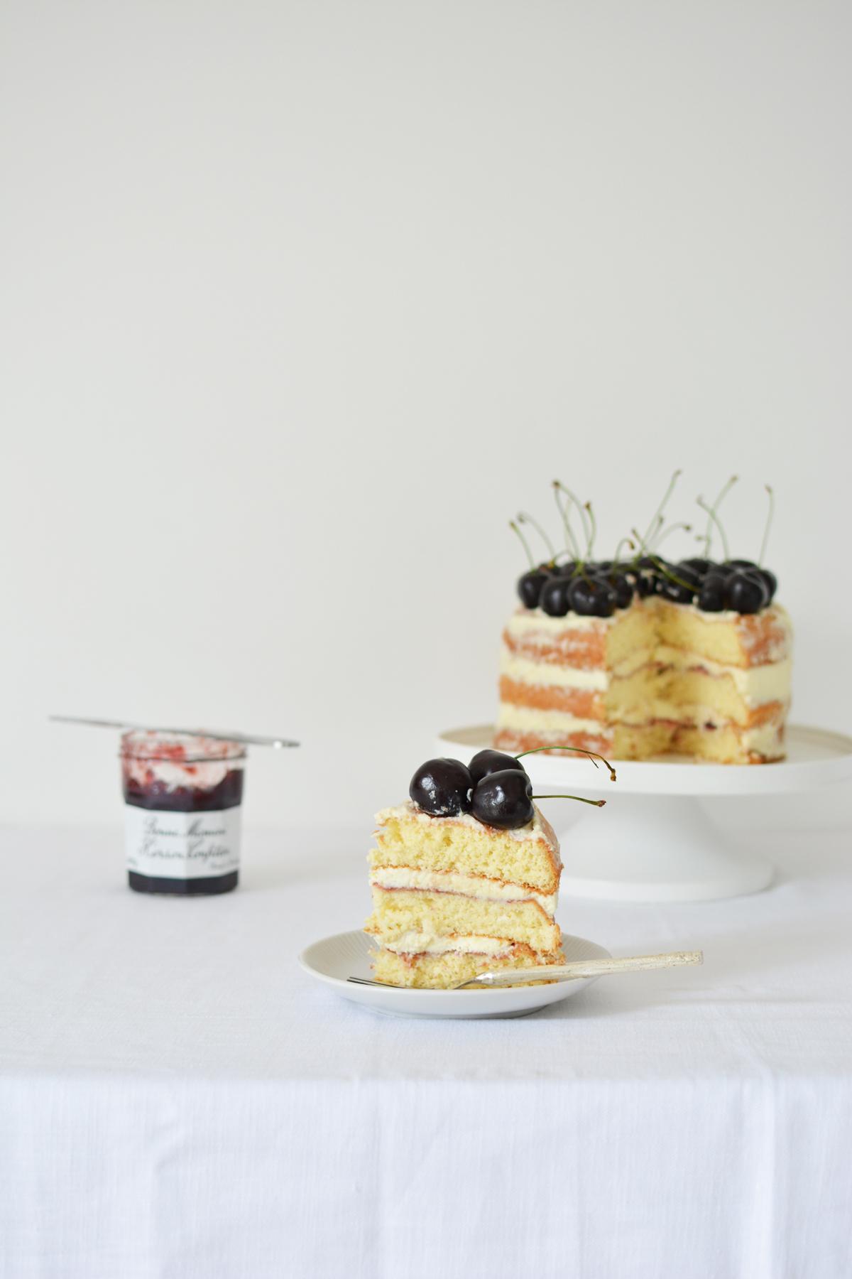 Messy Naked Cake met kersen 21