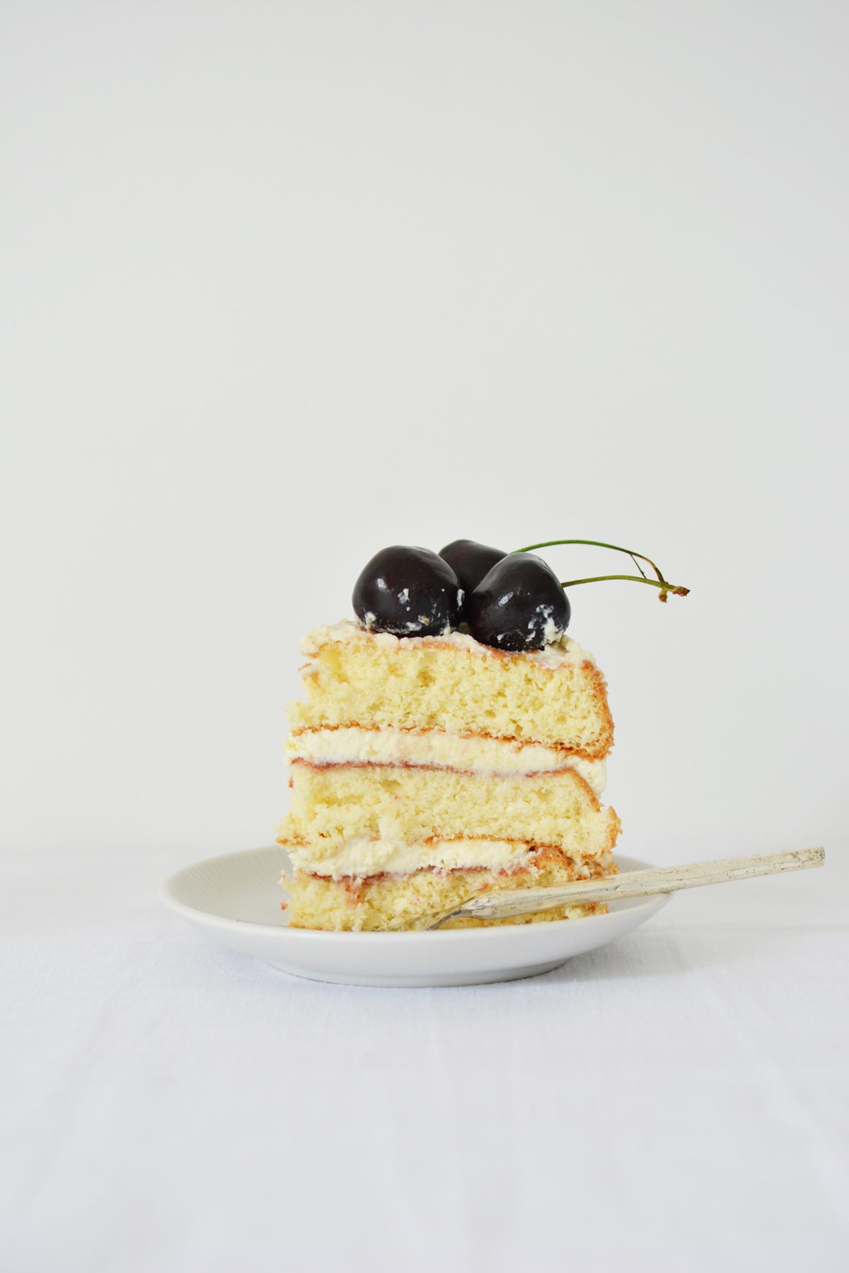 Messy Naked Cake met kersen 22