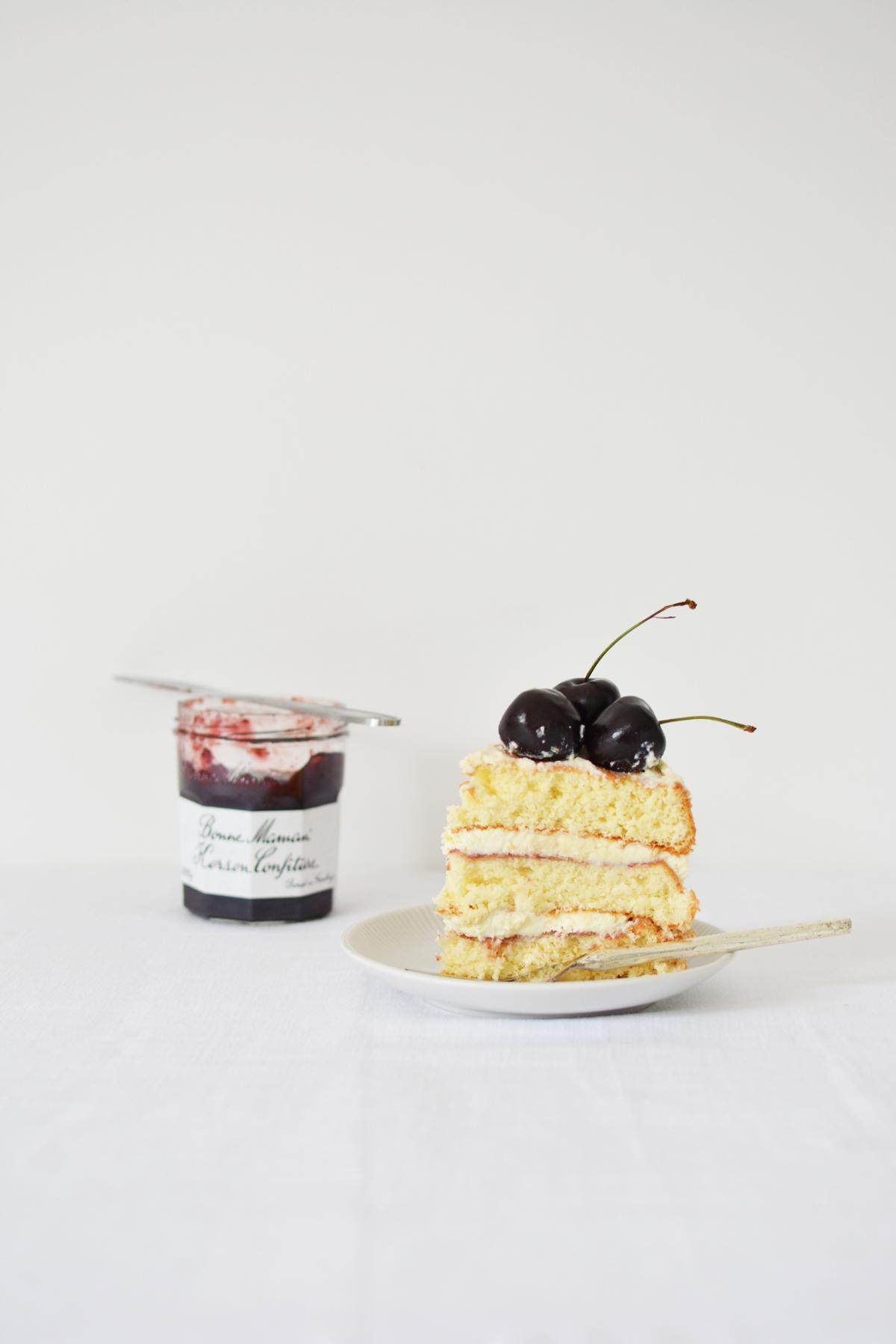 Messy Naked Cake met kersen 29