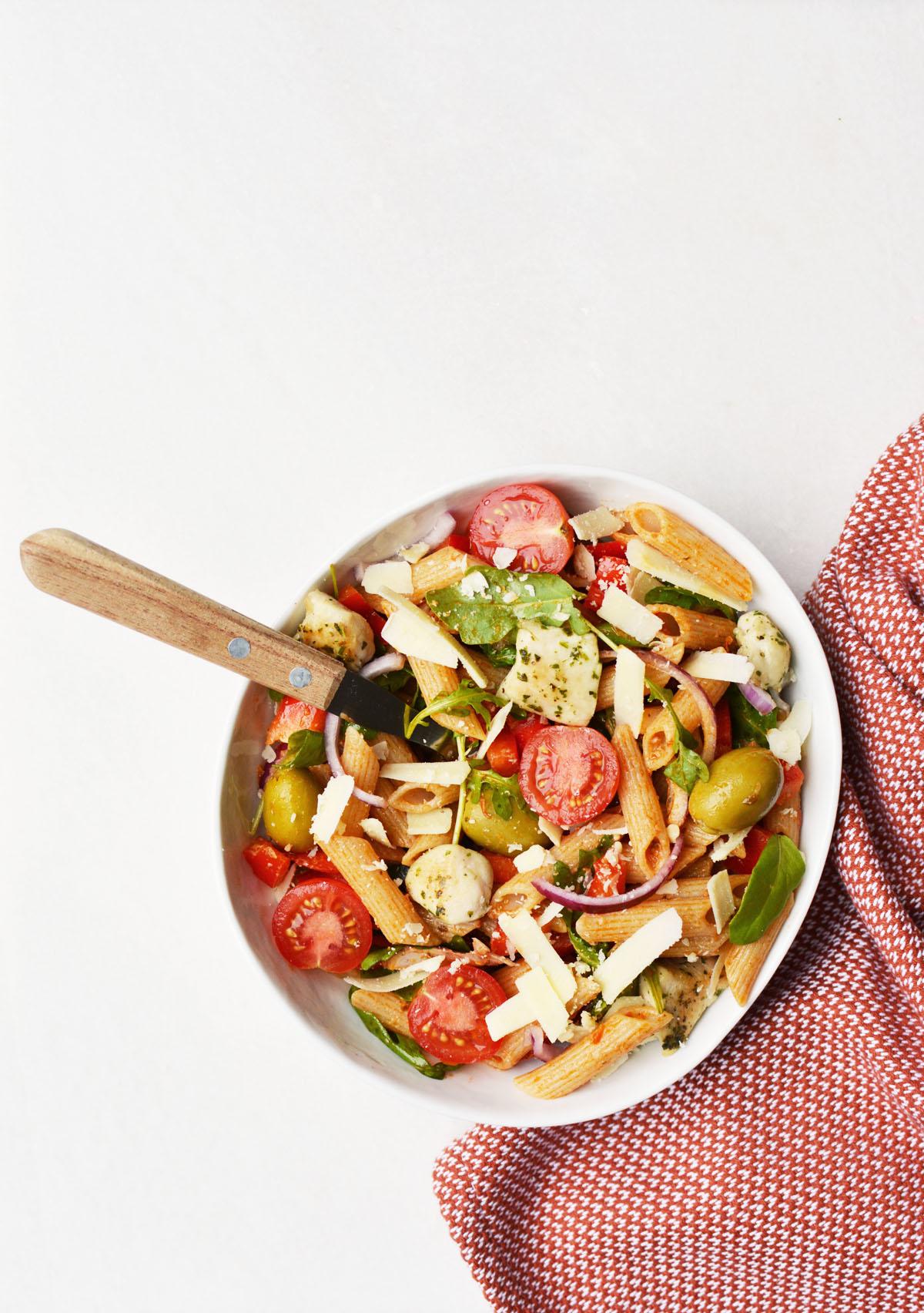 Pasta salade met rode pesto 16