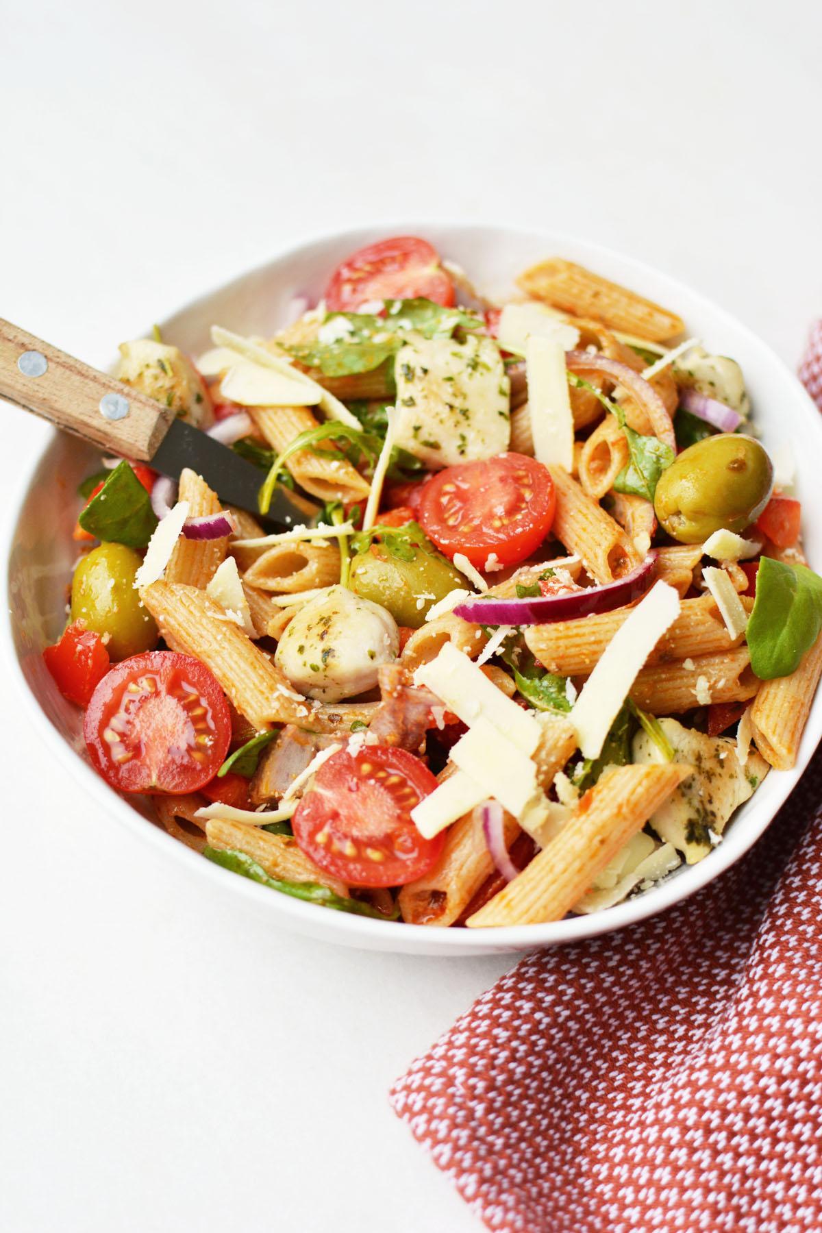 Pasta salade met rode pesto 25