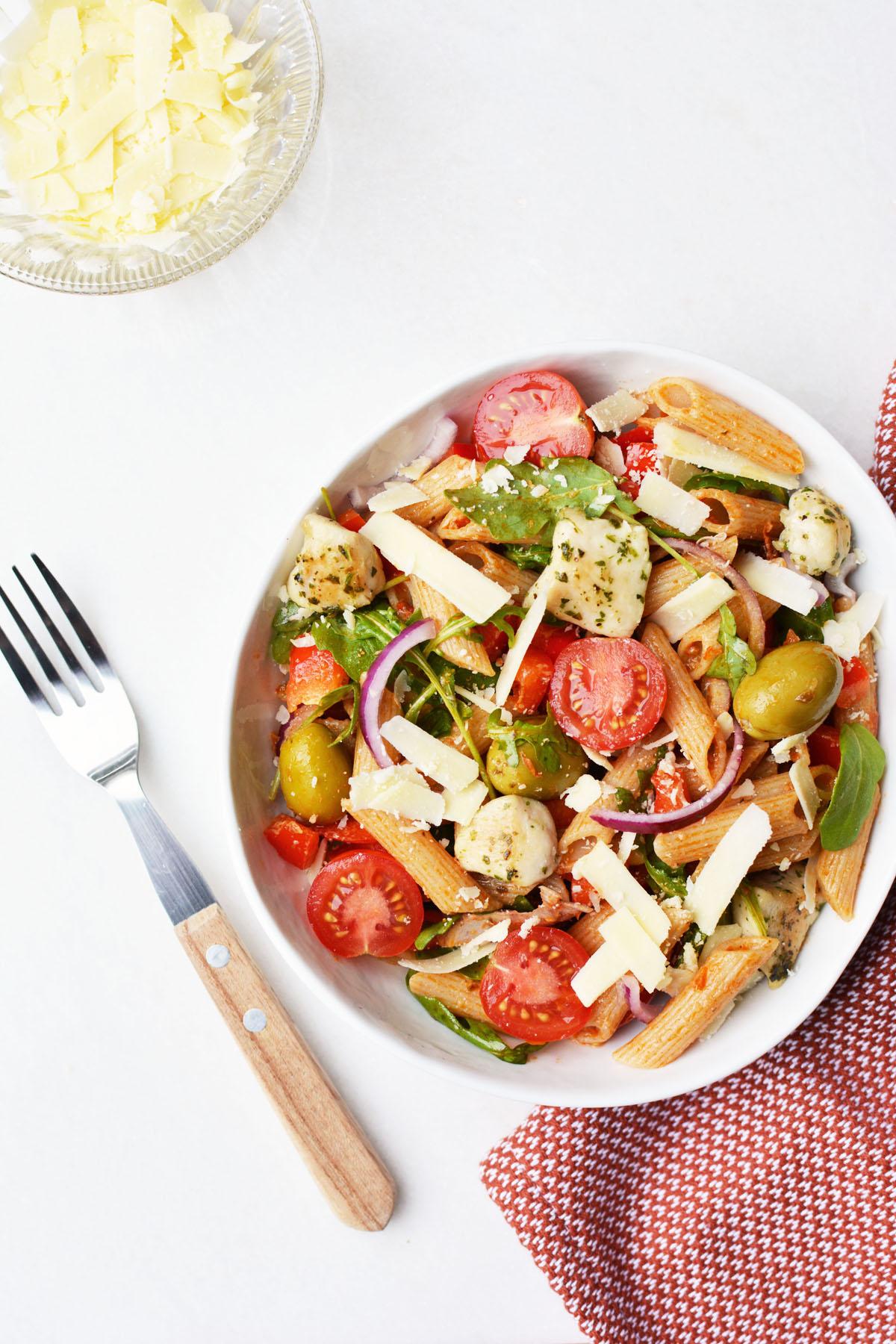 Pasta salade met rode pesto 3