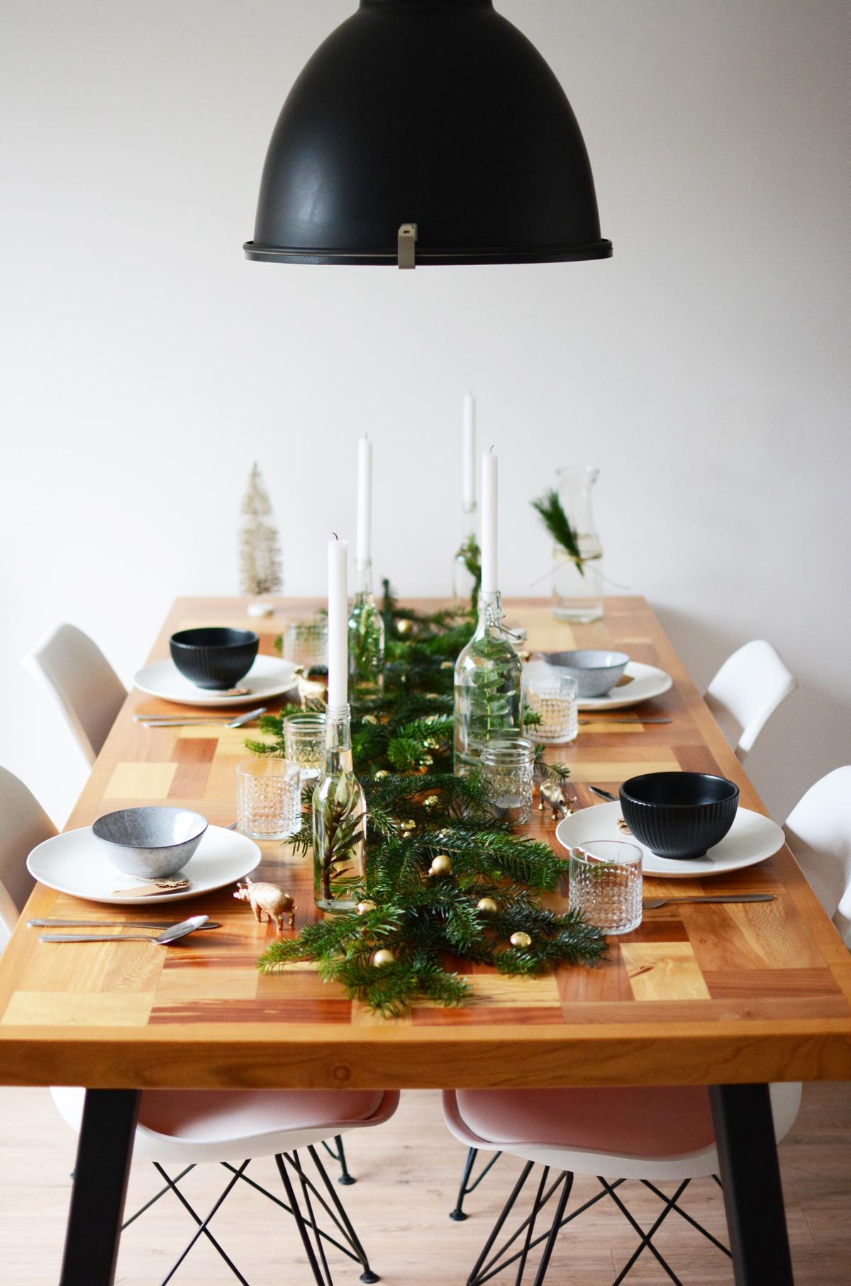 Kersttafel met dennetakken 2