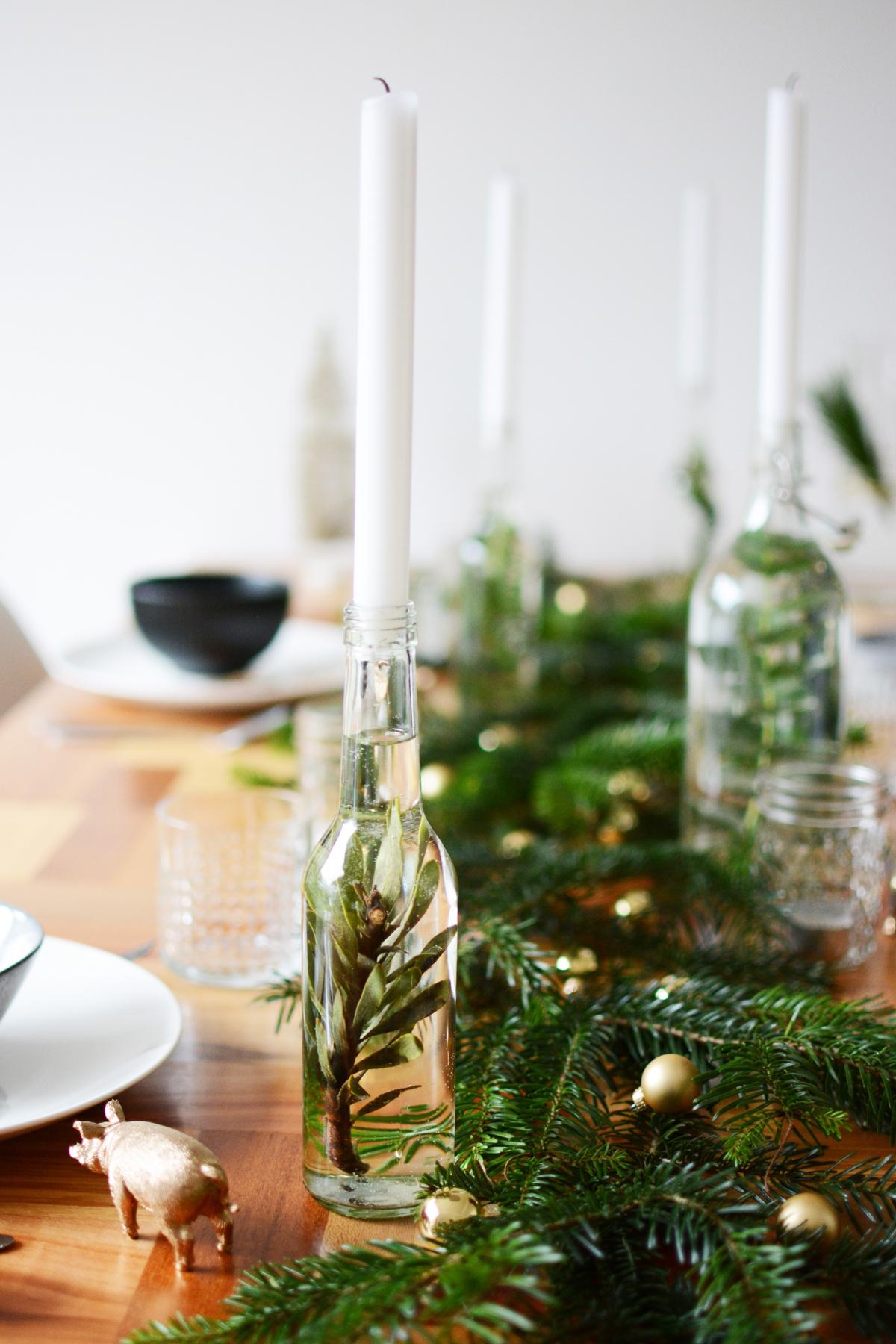 Kersttafel met dennetakken 27
