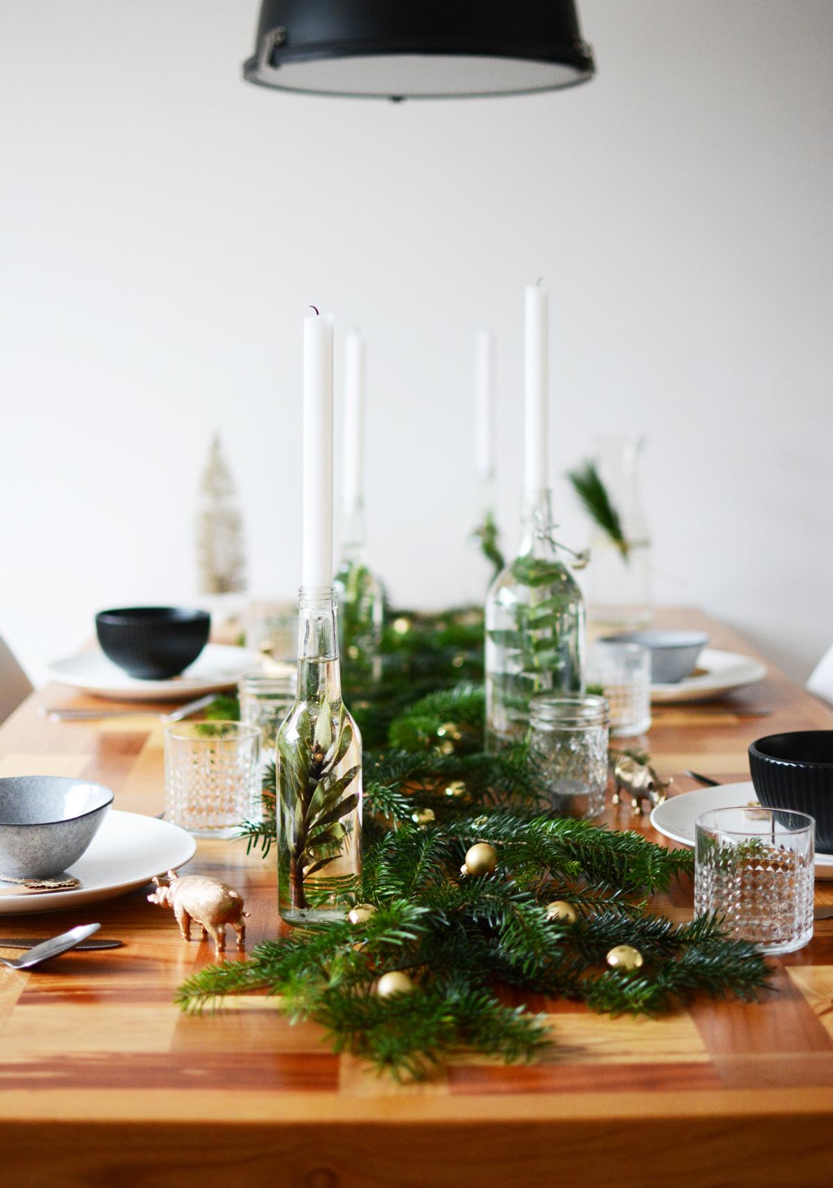 Kersttafel met dennetakken 5