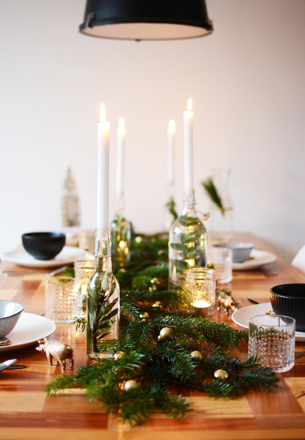 Kersttafel met dennetakken 55