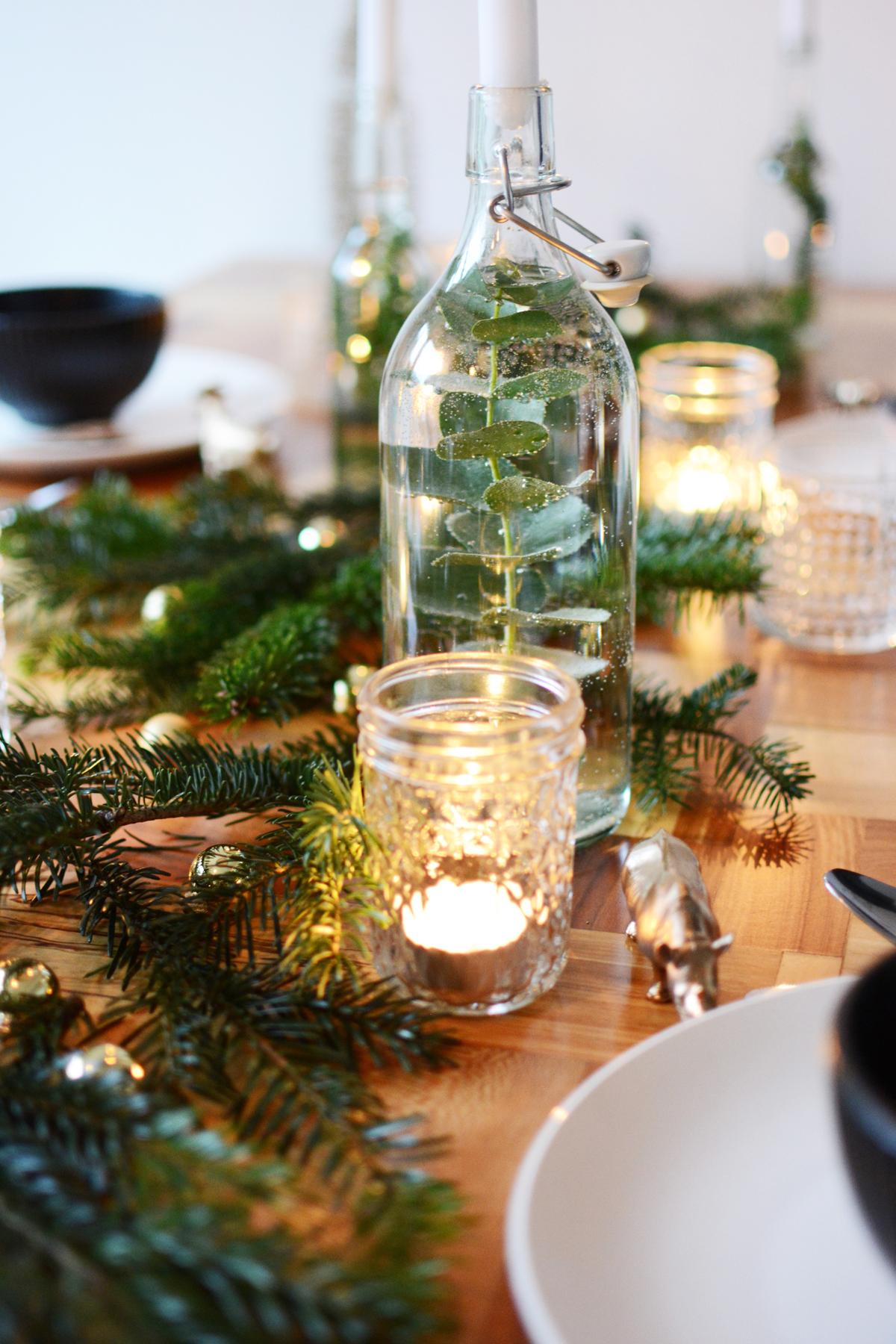 Kersttafel met dennetakken 70