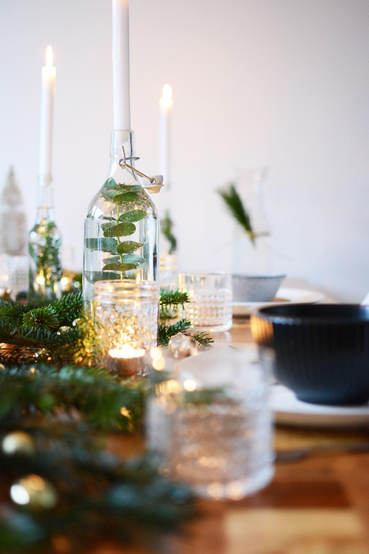 Kersttafel met dennetakken 78