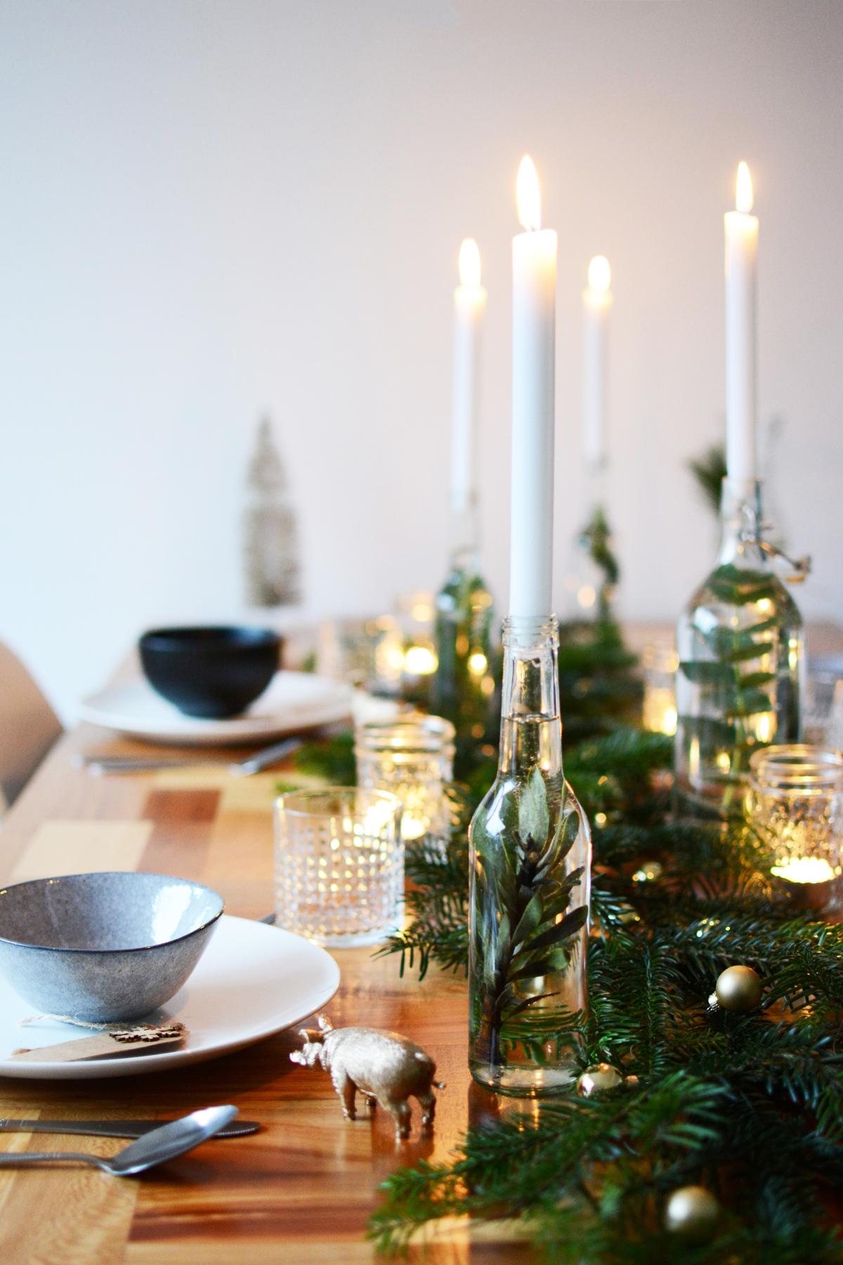 Kersttafel met dennetakken 89