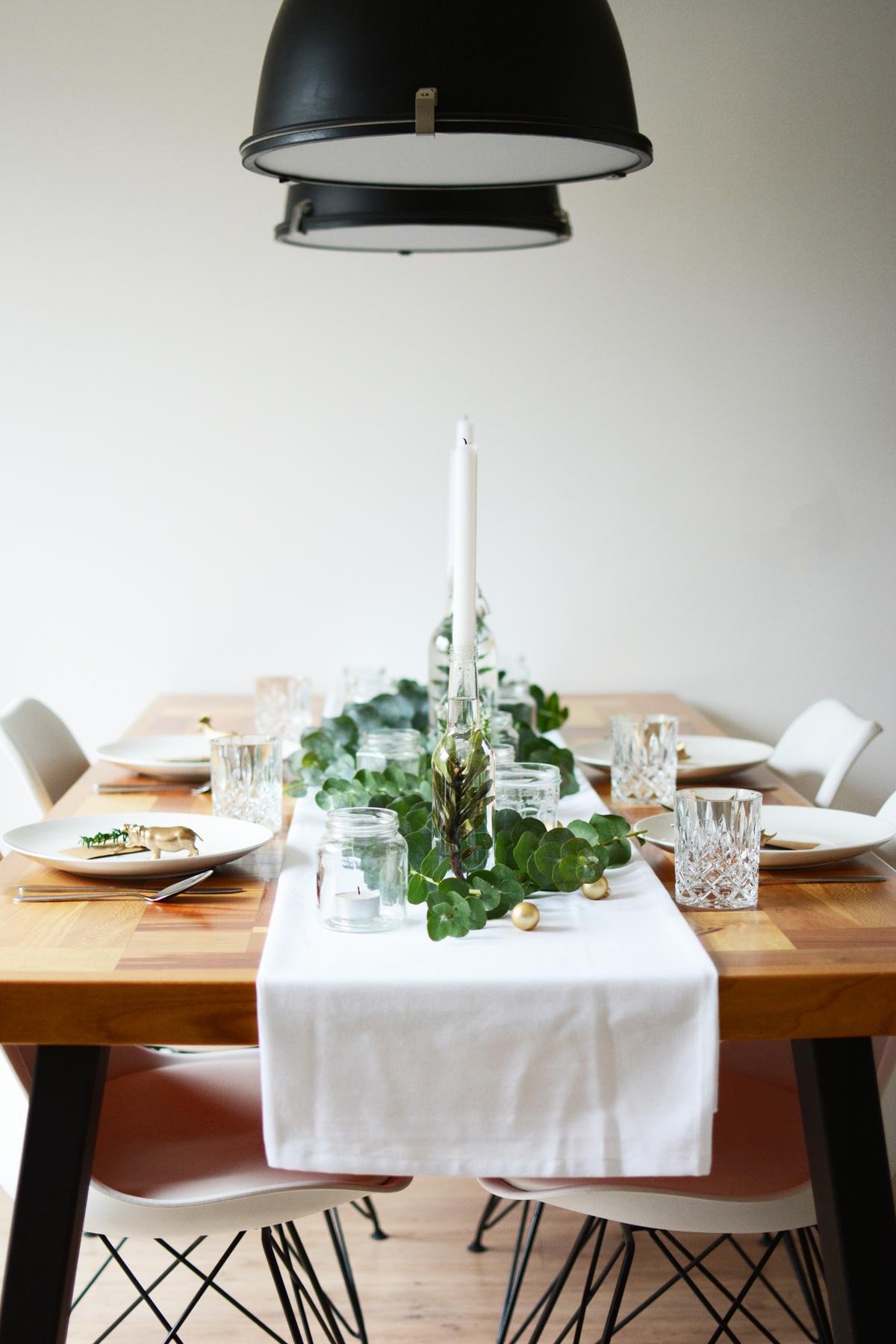 Kersttafel met eucalyptus 2